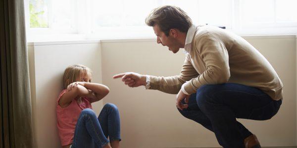 Родители оскорбляют детей. Фото mel.fm
