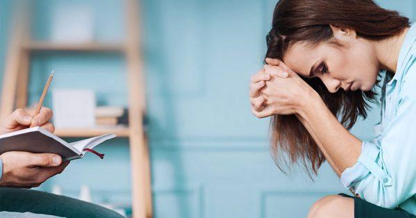 Женщина на приеме психолога