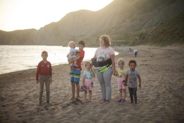 Александра Александрова с детьми