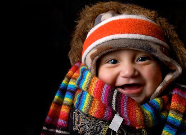 ребенок одет тепло