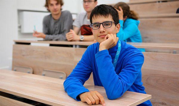 студент