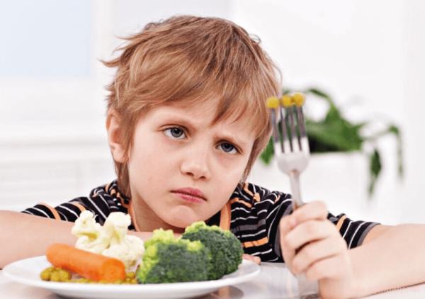 мальчик и овощи
