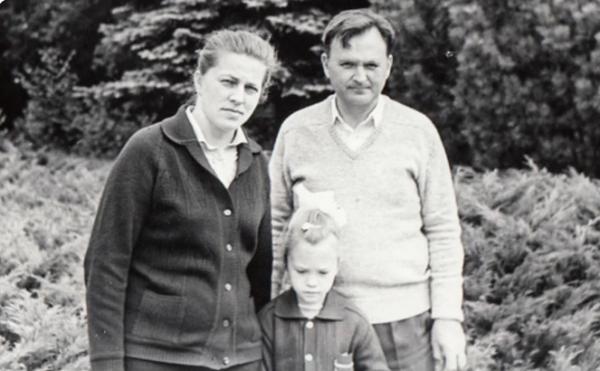 Ирина Полякова с родителями. Фото из открытого доступа