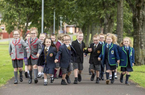 13 пар близнецов учится в первом классе деревни Инверклайде (Шотландия)