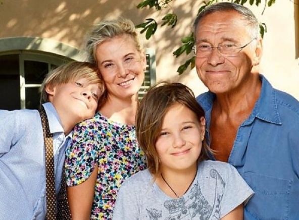 Andrey Konchalovsky and Julia Vysotskaya with children