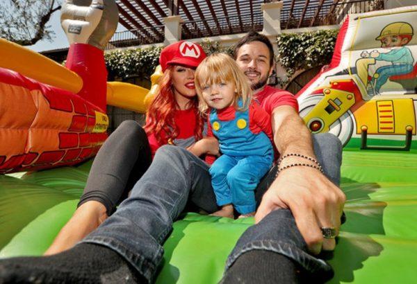 Кристина Агилера с мужем и ребенком