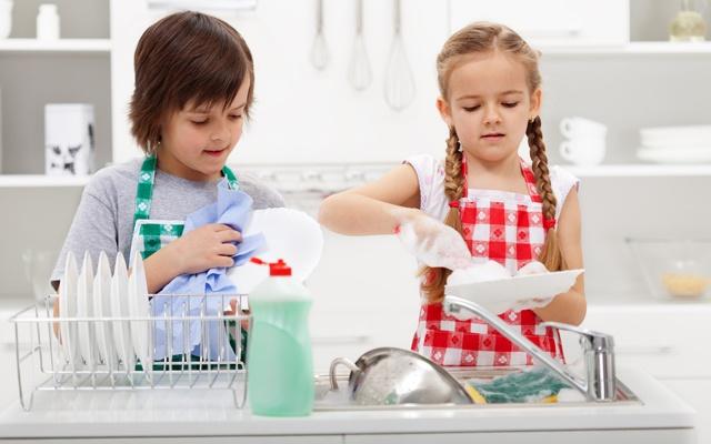 Children wash the dishes
