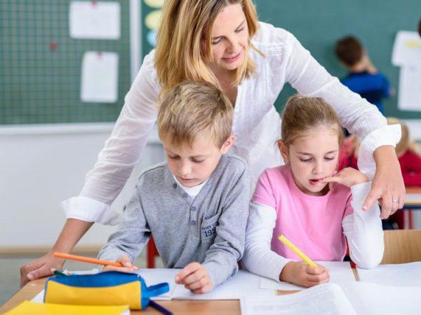 «Аргумент тех, чьи дети не очень трудолюбивы». В школах отменяют второй иностранный