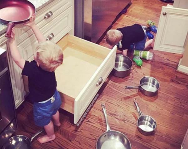 Дети на кухне - 24 фото малышей, которые остались одни всего на пару минут
