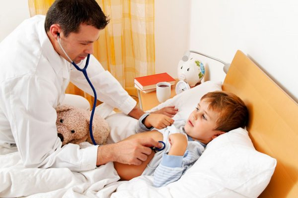 мальчик и доктор