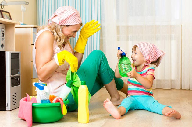 mom praises baby for cleaning