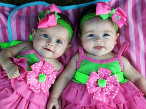 Малышки-близнецы