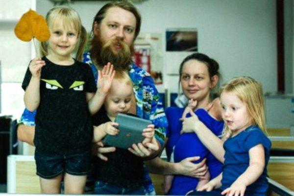 Государство судится с многодетной семьей вундеркиндов, живущих в московской однушке