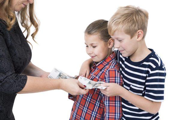 Психолог рассказала о том, почему не нужно материально мотивировать детей