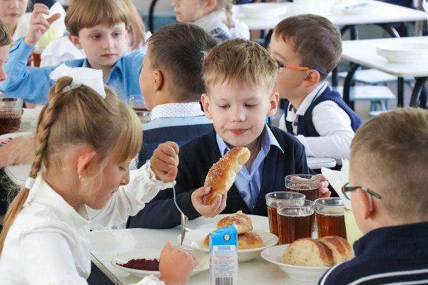 Бесплатное питание, шестидневка, вакцинация детей: Сергей Кравцов ответил на главные вопросы и рассказал, какие изменения коснутся школ с 1 сентября