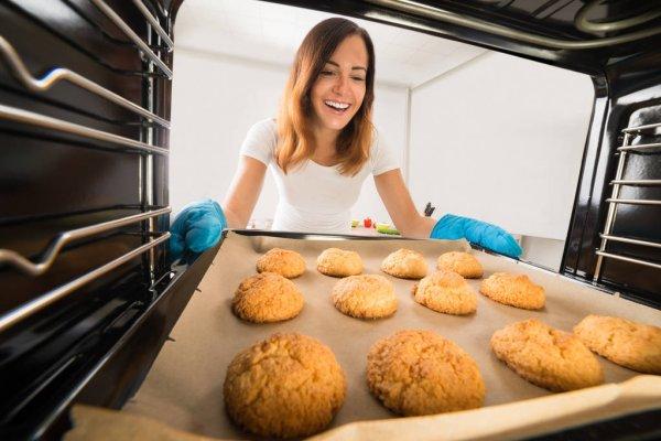 mom bakes cookies