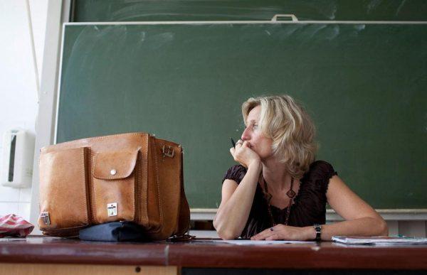 Задумчивый учитель