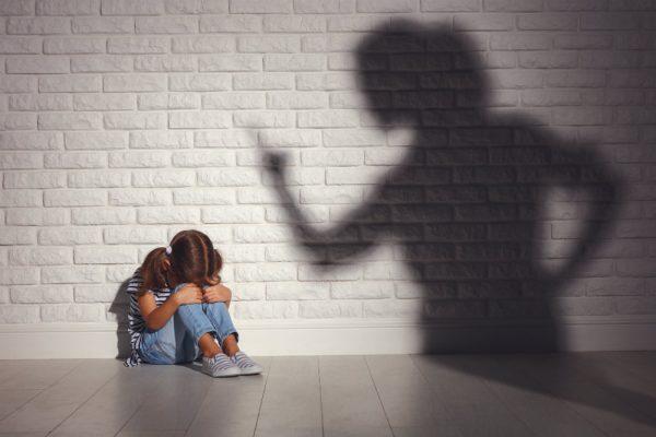 Ребенок на улице плакал. Женщина, проходящая мимо, до сих пор жалеет, что не остановилась и не спросила, что же случилось