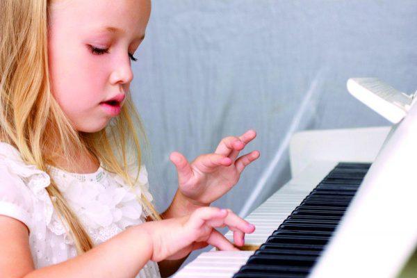 Обучение игре на музыкальном инструменте ребенка