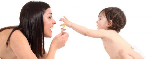 ребенок и соска