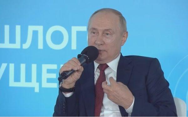 В Кремле не считают наглостью слова школьника, сделавшего замечание Путину