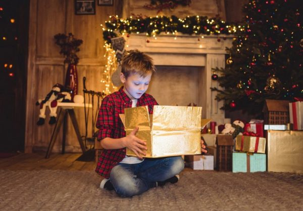 дарить подарок
